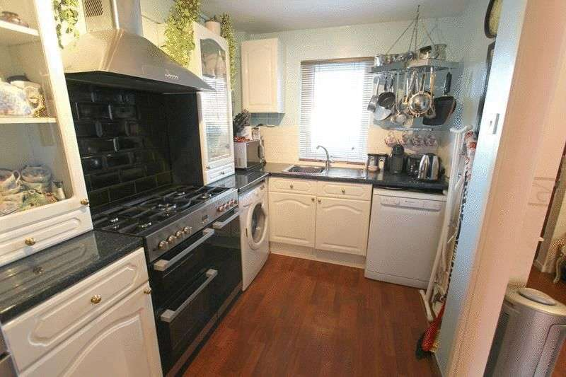 3 Bedrooms Terraced House for sale in Goodenough Way, Coulsdon