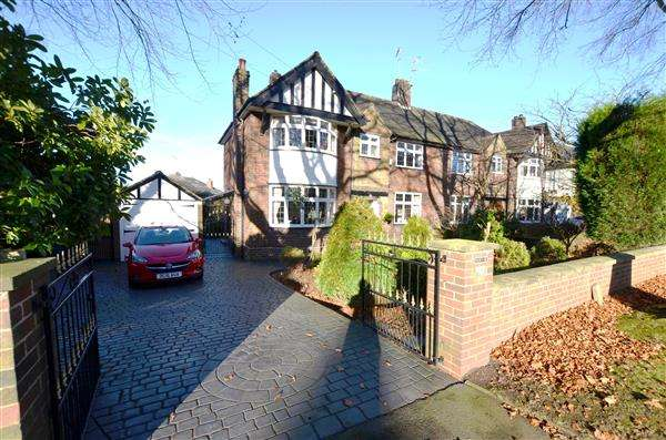 4 Bedrooms Semi Detached House for sale in Priory Road, Westlands, Newcastle