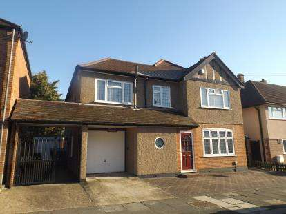 3 Bedrooms Detached House for sale in Romford, London, United Kingdom