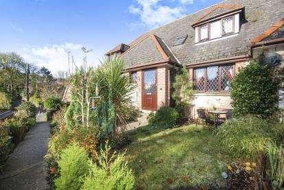 3 Bedrooms Terraced House for sale in Appuldurcombe Road, Wroxall, Ventnor