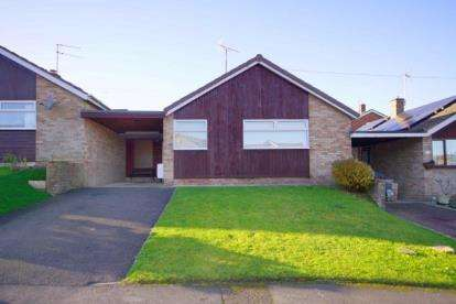 2 Bedrooms Bungalow for sale in Chaucer Road, Dursley, Gloucestershire