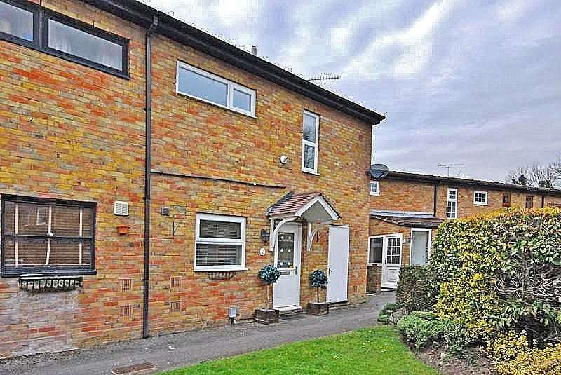 2 Bedrooms End Of Terrace House for sale in Alma Close, Knaphill, Woking, Surrey, GU21