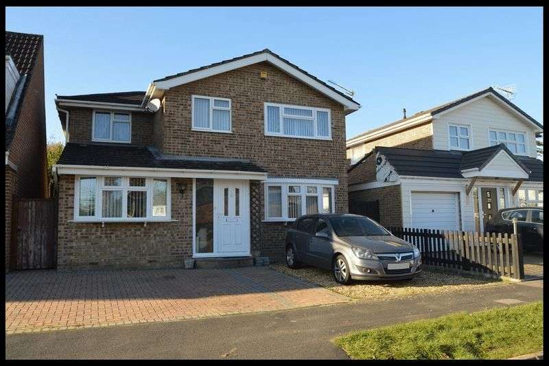 4 Bedrooms Detached House for sale in Friars Croft, Calmore, Totton