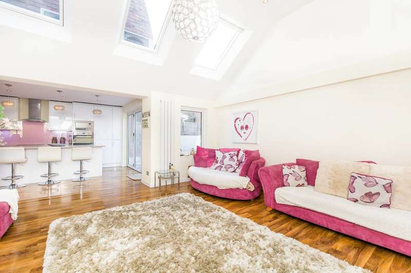 4 Bedrooms House for sale in Park Crescent, Twickenham, TW2