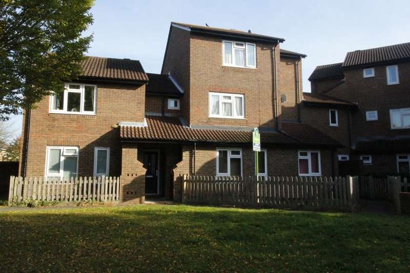 1 Bedroom Flat for sale in Robin Close, Hampton, TW12