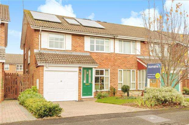 3 Bedrooms Semi Detached House for sale in Dunbar Drive, Woodley, Reading