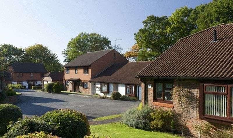 1 Bedroom Retirement Property for sale in Broadmead, Ashtead, KT21 1RT