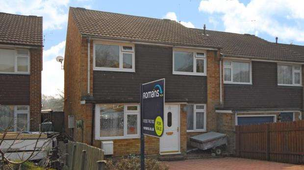 3 Bedrooms End Of Terrace House for sale in Whitley Road, Yateley, Hampshire
