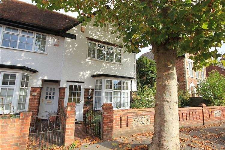 3 Bedrooms Semi Detached House for sale in Waverley Road, Reading, RG30