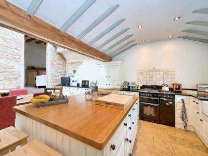 3 Bedrooms Cottage House for sale in Top Row, Pleasley Vale, Mansfield, Derbyshire