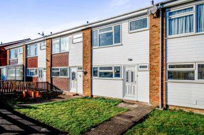 3 Bedrooms Terraced House for sale in Chapelfield, Great Barford, Bedford, Bedfordshire