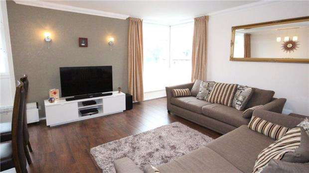 2 Bedrooms Apartment Flat for sale in Denham Lodge, Oxford Road, New Denham
