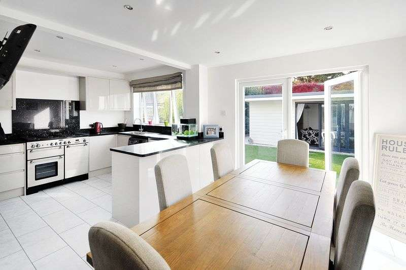 4 Bedrooms Bungalow for sale in Livesay Crescent, Worthing