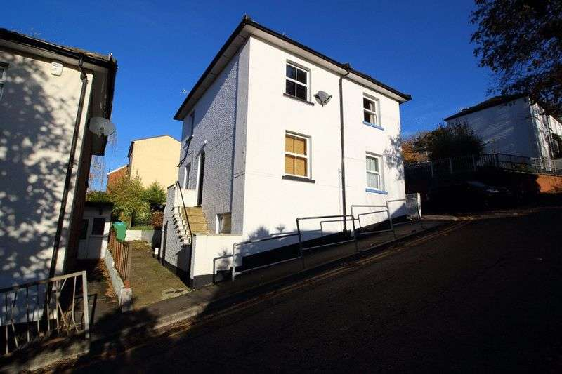 1 Bedroom Flat for sale in CATERHAM VALLEY TOWN CENTRE