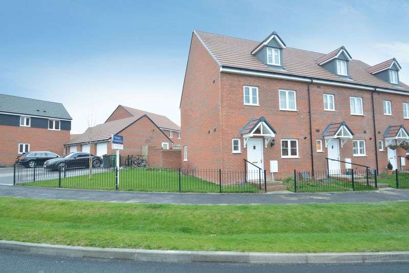 4 Bedrooms Semi Detached House for sale in Greenfinch Road, Didcot