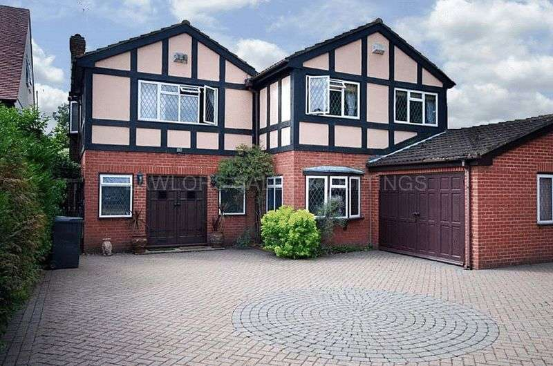 5 Bedrooms Detached House for rent in Manor Road, Chigwell