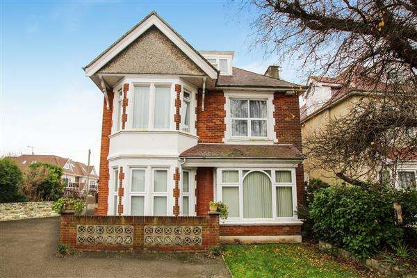 2 Bedrooms Flat for sale in Pine Avenue, Bournemouth