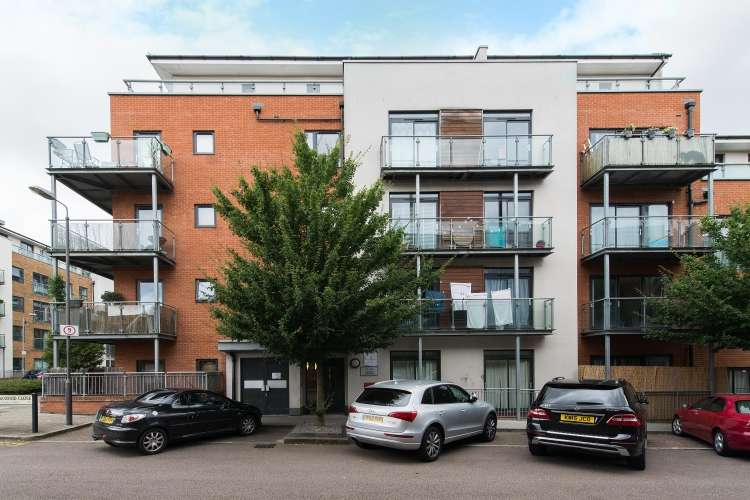 2 Bedrooms Flat for sale in Rosse Gardens, SE13