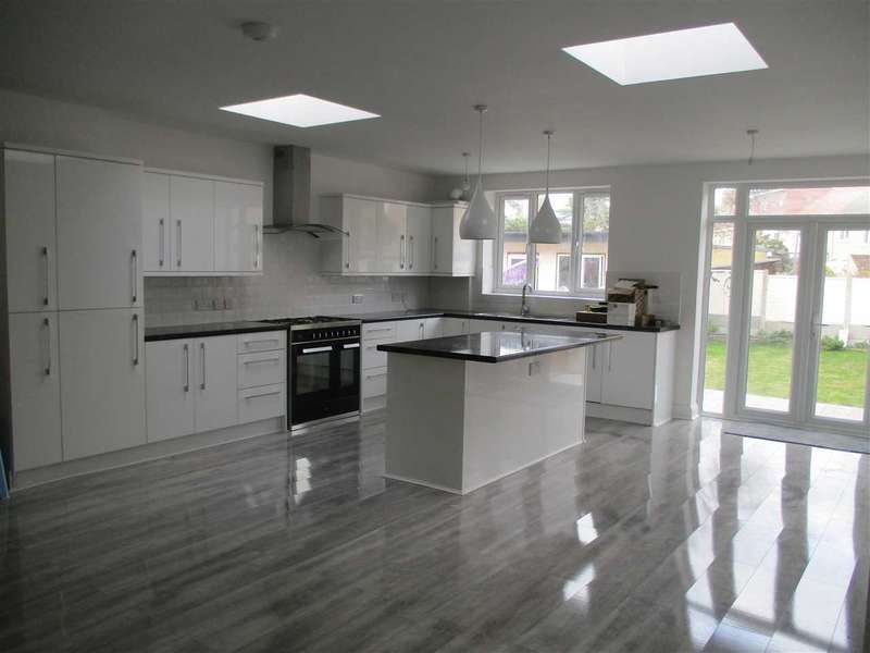 5 Bedrooms Terraced House for sale in Salisbury Avenue, Barking, Essex