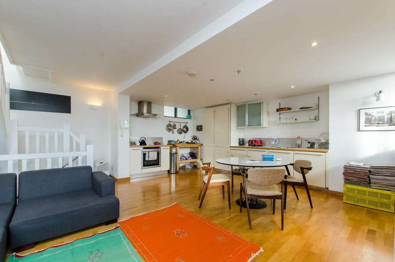 2 Bedrooms Maisonette Flat for sale in Claredale Street, Bethnal Green, E2