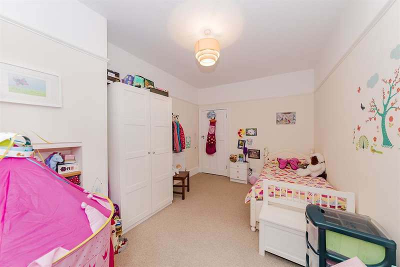2 Bedrooms Flat for sale in Longfellow Road , Worthing , Sussex, BN11 4NU