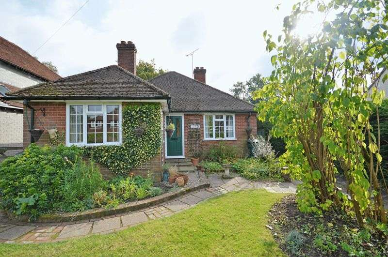 3 Bedrooms Detached Bungalow for sale in Clovelly Road, Beacon Hill