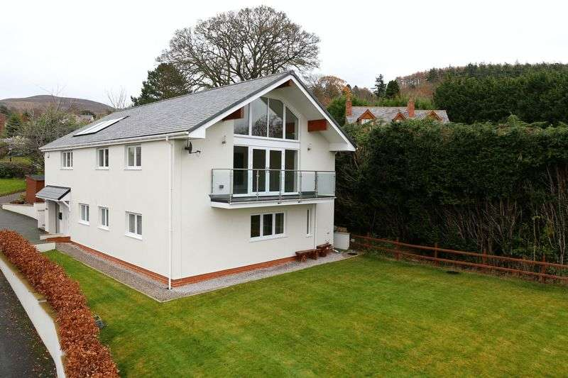 4 Bedrooms Detached House for sale in Tan Y Ffordd, Ruthin