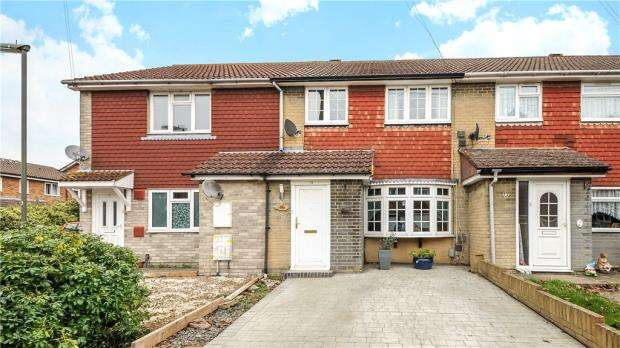 3 Bedrooms Terraced House for sale in Thornbank Close, Staines-upon-Thames, Surrey
