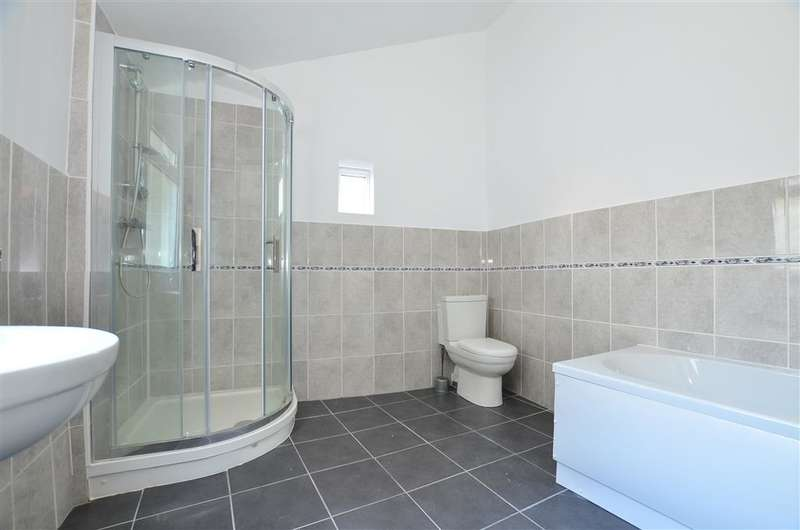 3 Bedrooms Terraced House for sale in Trinity Road, Sheerness, Kent