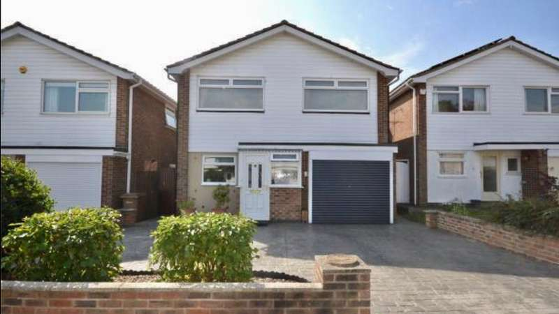 4 Bedrooms Detached House for sale in Pertwee Drive, Great Baddow, Chelmsford, CM2