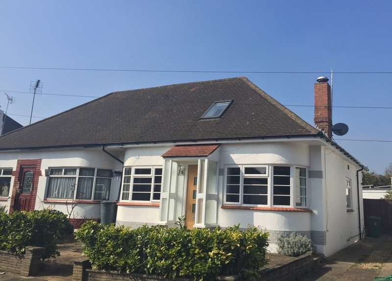 3 Bedrooms Detached Bungalow for sale in Gladstone Avenue,, Twickenham, Middlesex