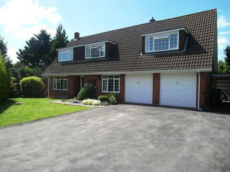 4 Bedrooms Detached House for sale in Lanhams Close, Westbury