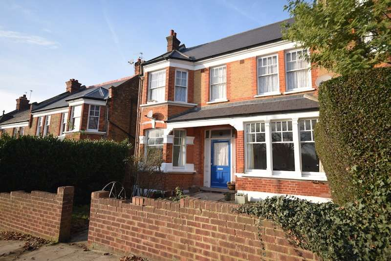 2 Bedrooms Flat for sale in Montague Avenue, London, London, SE4
