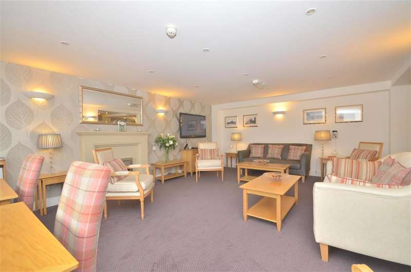 2 Bedrooms Flat for sale in Station Road, Petworth, West Sussex