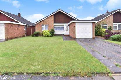 3 Bedrooms Bungalow for sale in Wistaria Close, Orpington