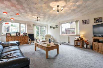 3 Bedrooms Detached House for sale in Glentrammon Road, Green St Green