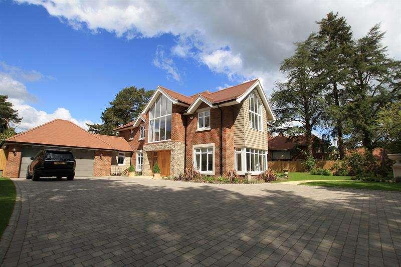 5 Bedrooms Detached House for sale in Golf Links Road, Ferndown