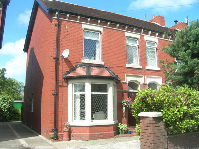 3 Bedrooms Semi Detached House for sale in Fleetwood Road North, Thornton Cleveleys, Lancashire, FY5 4AB