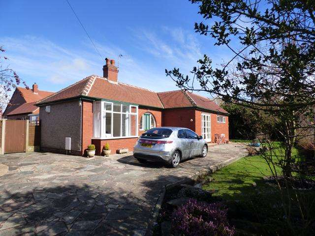 2 Bedrooms Detached Bungalow for sale in Fleetwood Road North, Thornton Cleveleys, Lancashire, FY5 4LA