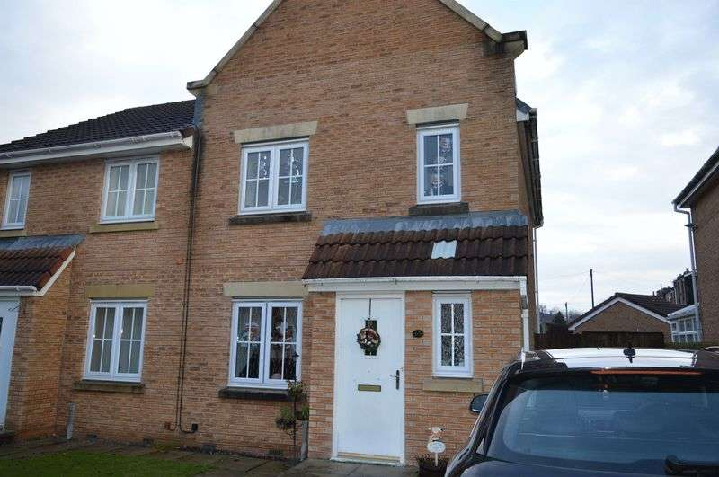 3 Bedrooms Semi Detached House for sale in Parkedge Close, Pennington, Leigh