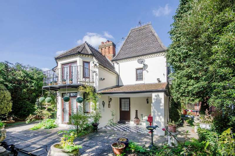 4 Bedrooms Cottage House for sale in Copgate Path, Upper Norwood, SW16
