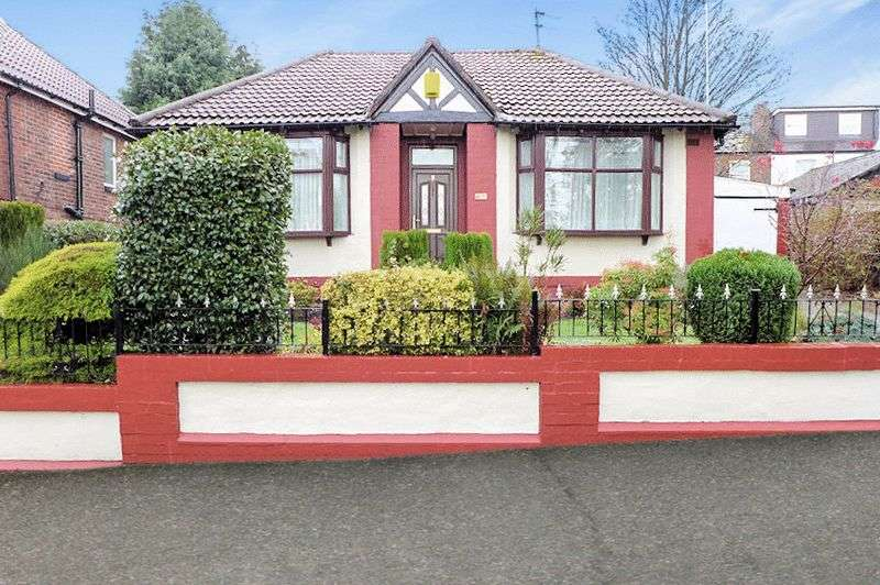 2 Bedrooms Detached Bungalow for sale in Woodland Crescent, Prestwich