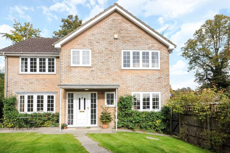 4 Bedrooms Detached House for sale in Sleepers Delle Gardens, Winchester, SO22
