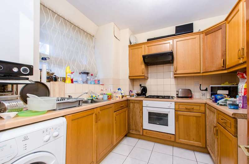 2 Bedrooms Flat for sale in New Park Road, Brixton Hill, SW2