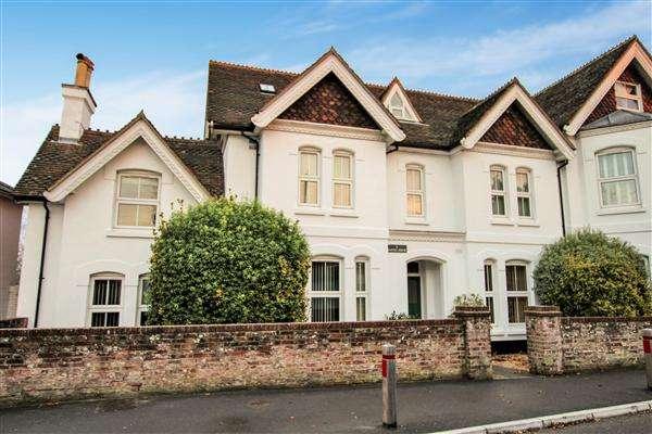 2 Bedrooms Flat for sale in Burton House, Salisbury Road, Christchurch