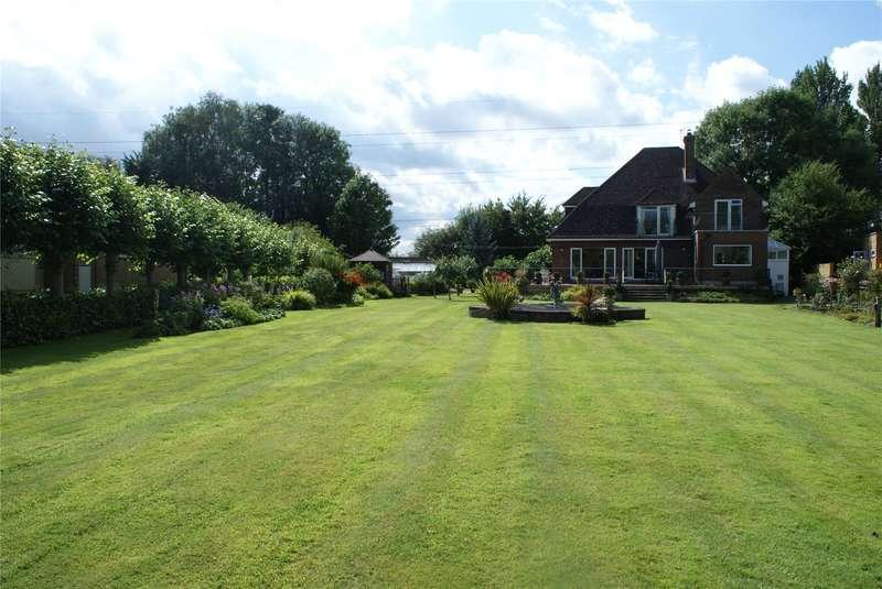 4 Bedrooms Detached House for sale in Hamm Court, Weybridge, Surrey, KT13