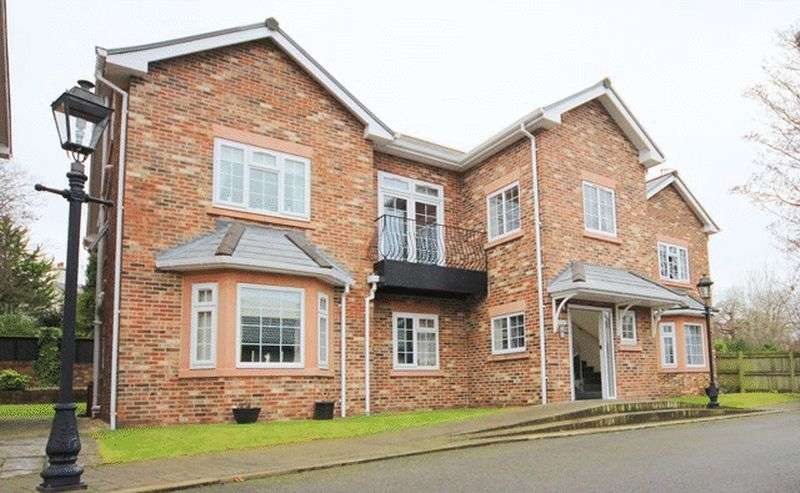 3 Bedrooms Flat for sale in Hillside Drive, Woolton, Liverpool, L25