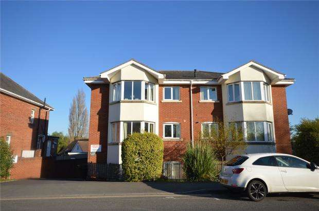 2 Bedrooms Flat for sale in St James Court, Mount Pleasant Road, Exeter, Devon