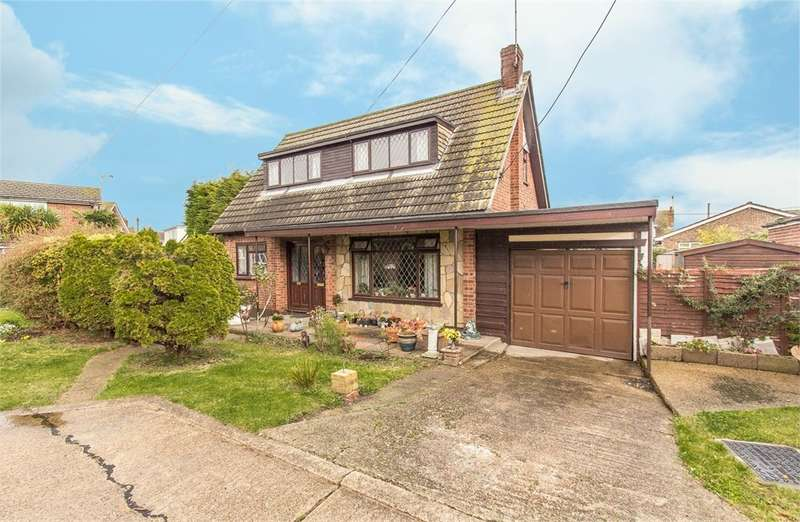 3 Bedrooms Chalet House for sale in Kollum Road, Canvey Island, SS8