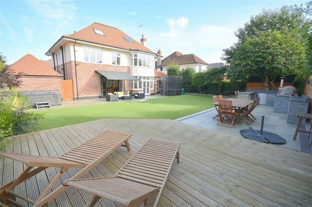 5 Bedrooms Detached House for sale in Cassel Avenue, Branksome Dene